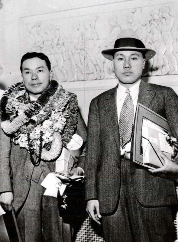 세계일주 여행중 호놀룰루에 도착한 인촌선생(왼쪽)과 이원순.